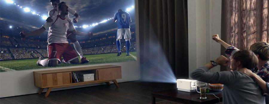 Laser Beamer im Wohnzimmer