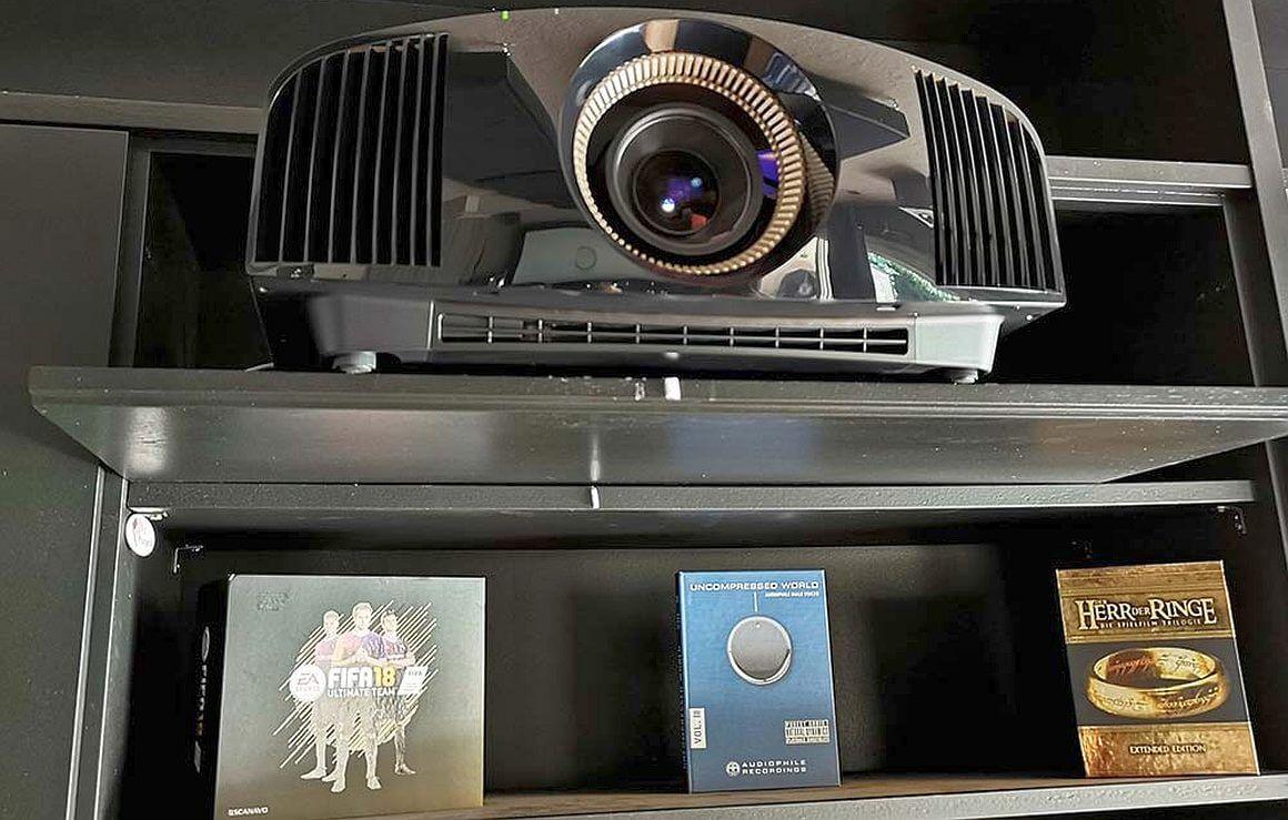 Nativer 4K Projektor mit Zwischenbildberechnung