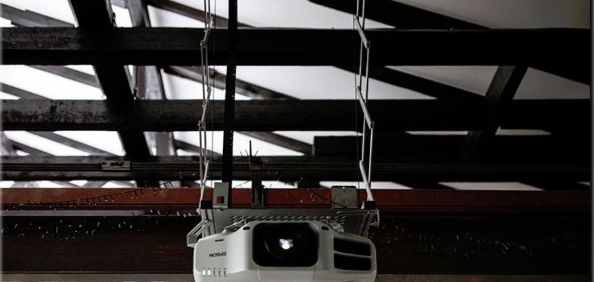 Deckenlift celexon Heimkino Beamer Installation